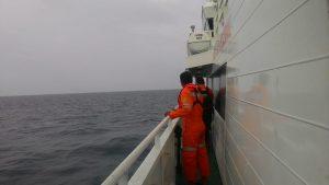 Tim SAR BNPP Kelas A Tanjungpinang tengah menyisiri laut Bintan, dalam operasi pencariaan Jhon Culleni, WN Australia yang jatuh dari kapal Sun Princess. (Foto: BNPP Tanjungpinang)